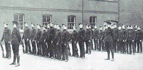Officer cadets at Goldsmiths College in 1914 .