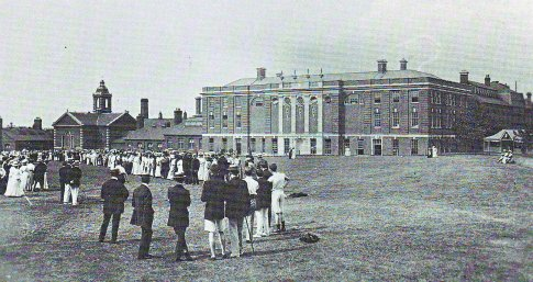 On the college green behind the main building of Goldsmiths in 1908.